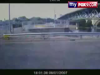 35w, Bridge, Minneapolis, collapse, Video Captured of 35W Bridge Collapse GIFs