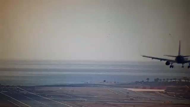 Watch and share Maniobras-pilotos-sortear-viento-canarias-1 M (online-video-cutter.com) GIFs on Gfycat