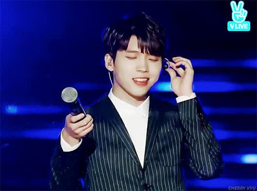 4 thế hệ idol nam Kpop khiến fan ngất lịm mỗi khi khoe mắt cười ảnh 11