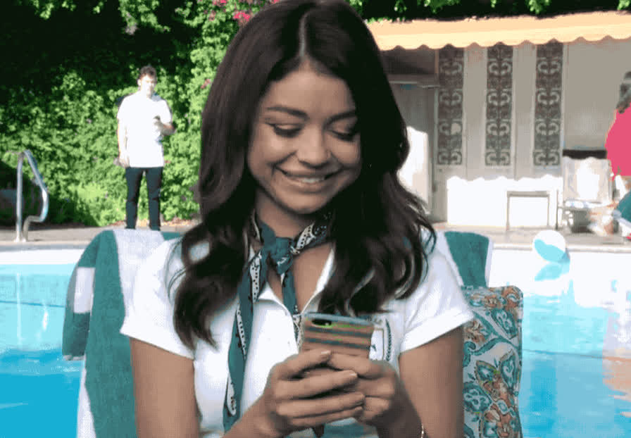 cute, excited, family, glad, halley, happy, lol, modern, modern family, smile, Modern Family - Happy Halley GIFs