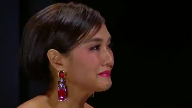 Lukkade ngửa cổ khóc nấc, cùng HLV The Face Men giàn giụa nước mắt chọn thí sinh vào Final Walk?