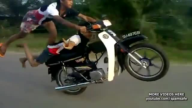 Watch gila GIF on Gfycat. Discover more Amazing, Crazy, Funny, Insane, Stunts (film), bike stunts, bike tricks, crash, crazy stunts, deadly, deathdefying stunts, moped, moped tricks, motorcycle, motorcycle stunts, motorcyle tricks, scooter, skills, tricks GIFs on Gfycat