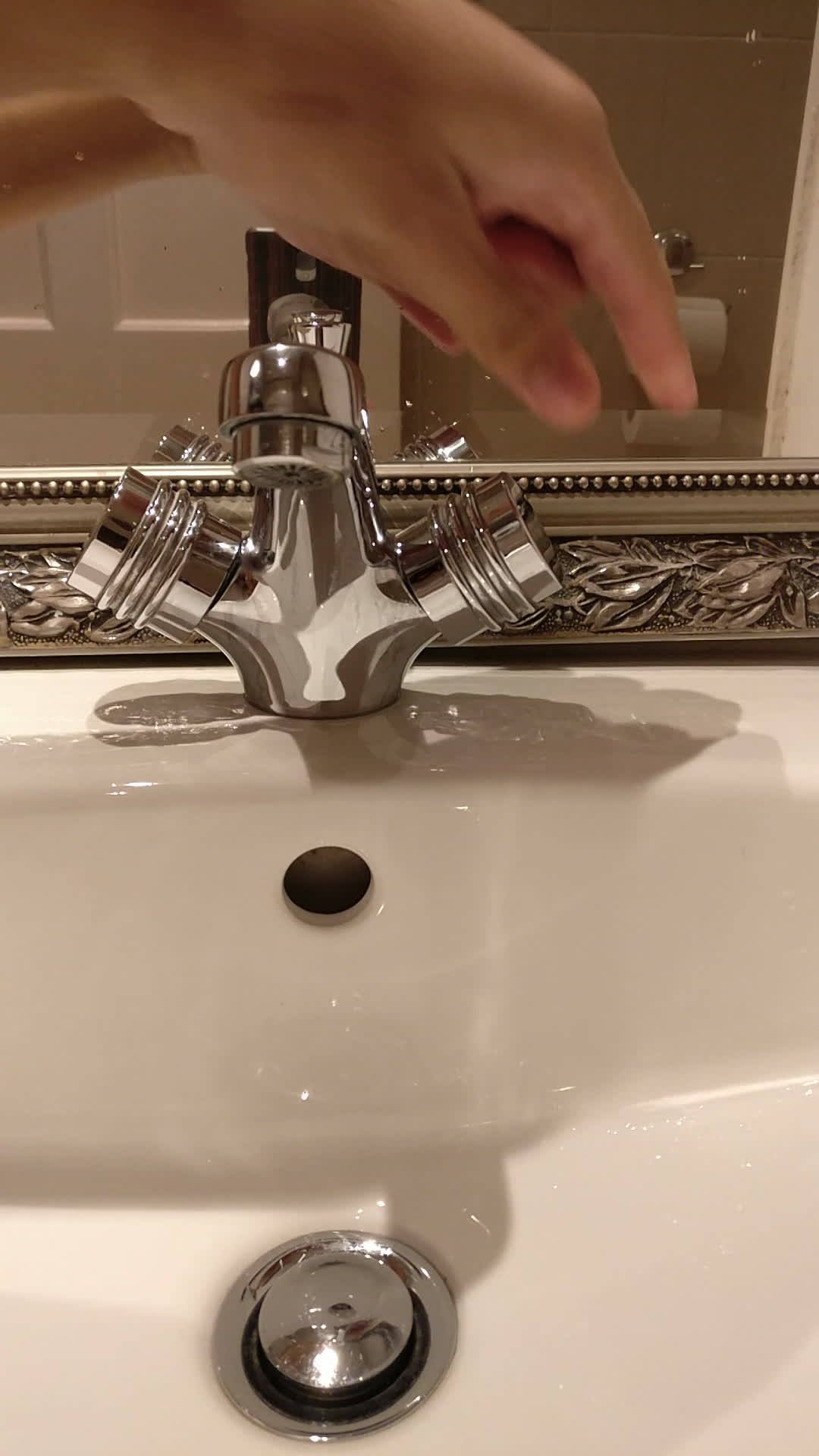 mildlyinfuriating, Opposite turning taps GIFs