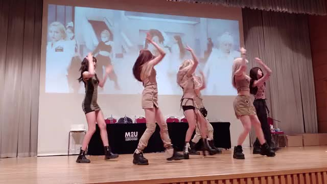 Watch and share Mia Fansign 190831 GIFs by donutshake on Gfycat