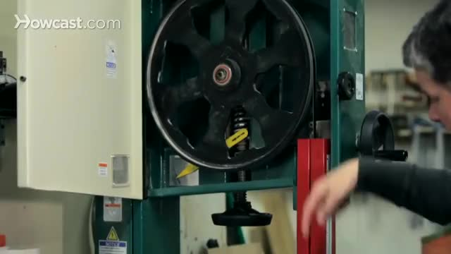 Watch How to Use a Band Saw | Woodworking GIF by The Livery of GIFs (@thegifery) on Gfycat. Discover more Carpenter, carpentry, howcast, woodcutting, woodworking GIFs on Gfycat