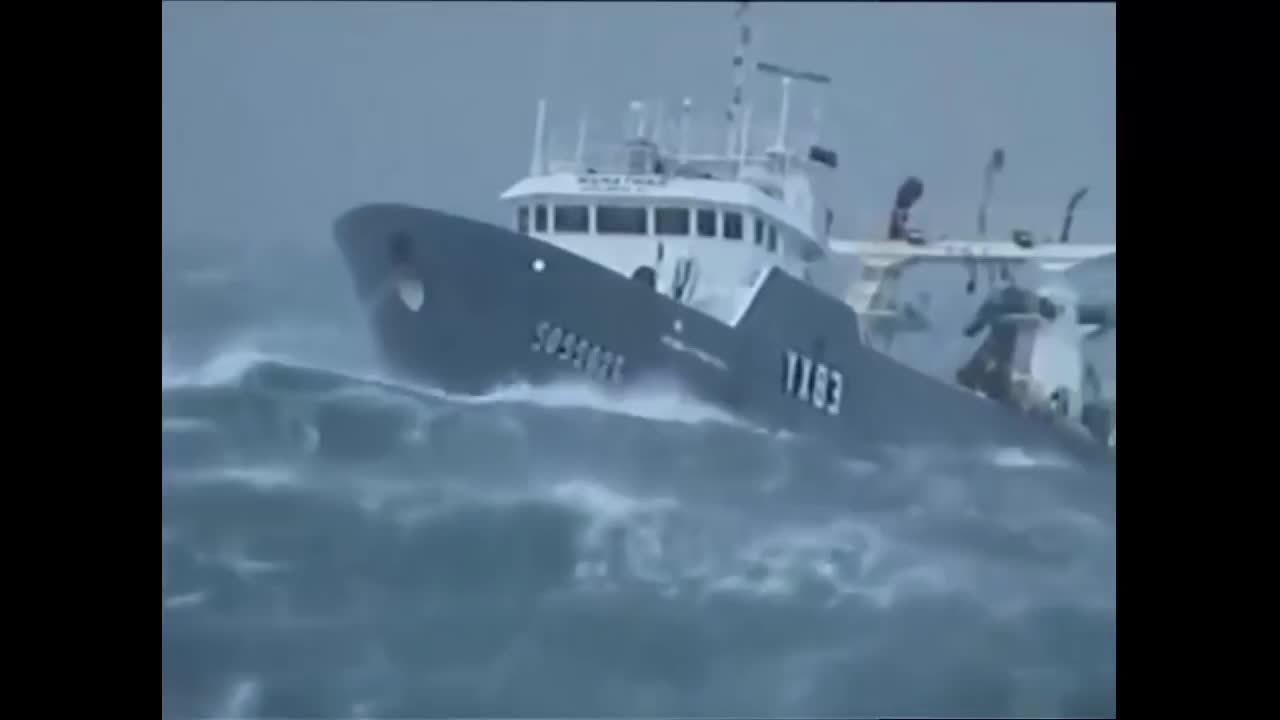 HeavySeas, heavyseas, 10 TOP SHIP IN STORM COMPILATION HD -MONSTER WAVES (reddit) GIFs
