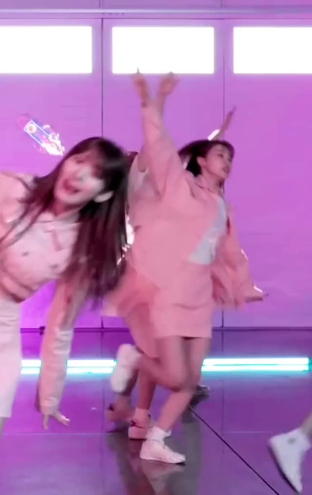 Watch and share 회전회오리 GIFs by 밍주 on Gfycat