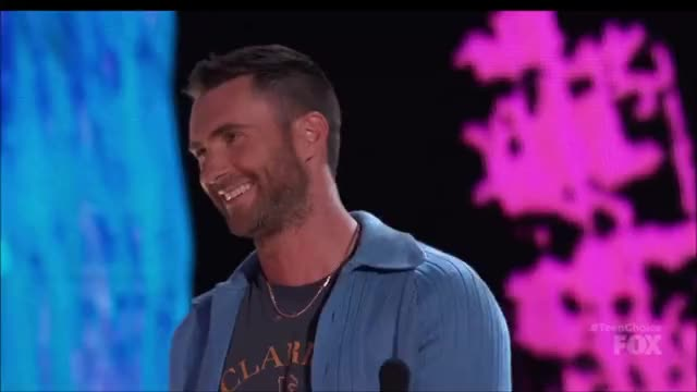 Watch this adam levine GIF by @tsubaki on Gfycat. Discover more adam levine, teen choice awards, teen choice awards 2017, teenchoice2017, teenchoiceawards2017 GIFs on Gfycat