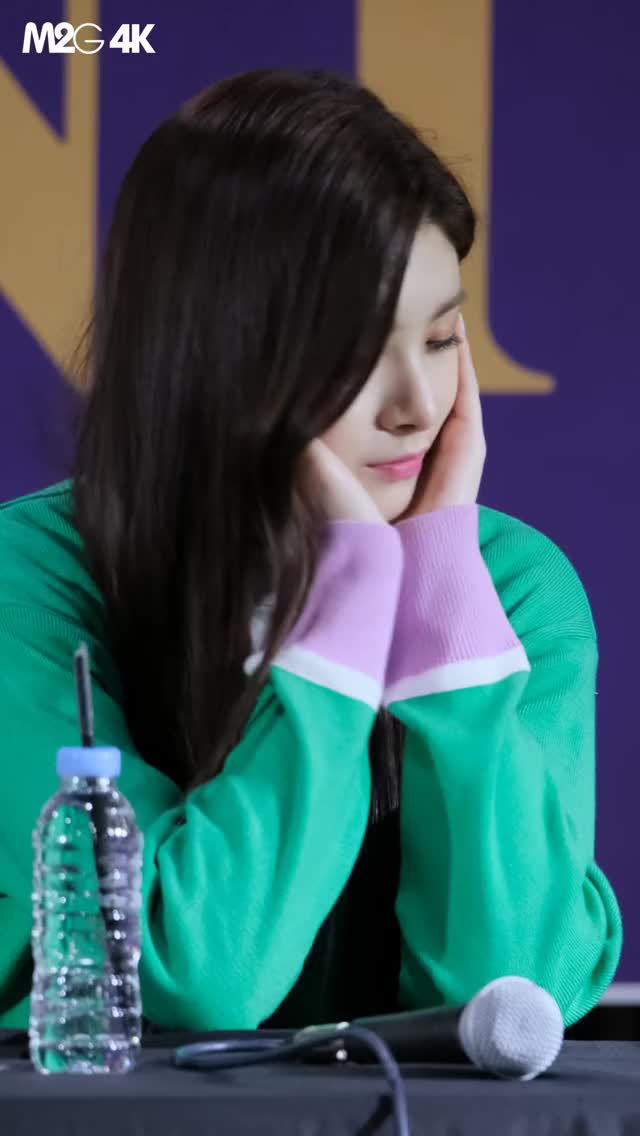 Watch and share Everglow GIFs and Yiren GIFs by Just Dancing on Gfycat