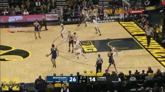 Watch Poole to Livers to Z GIF by MGoBlog (@mgoblog) on Gfycat. Discover more 2017-18, Basketball, Iowa, Isaiah Livers, Jordan Poole, Michigan, Zavier Simpson GIFs on Gfycat