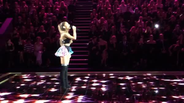 arianagrande, Walking down the catwalk at VS (reddit) GIFs