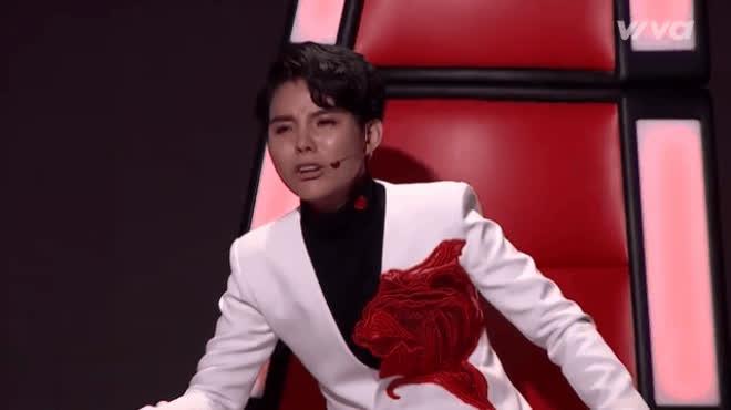 Soobin Hoàng Sơn nhảy vũ đạo Bad boy, Vũ Cát Tường khóc nức nở khi học trò hát Tình Cha