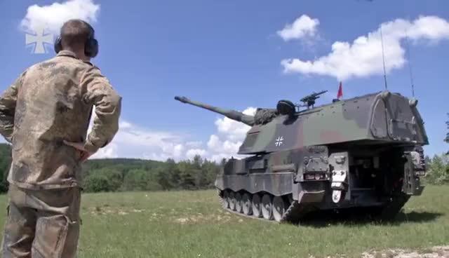 Mit Olli bei der Artillerie - Bundeswehr GIFs