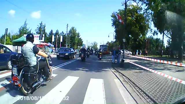 Watch and share Koń Kontra Motocykl GIFs and Wypadek Motocyklowy GIFs on Gfycat