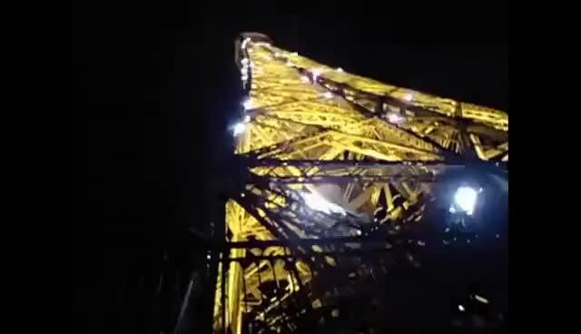 Watch and share Juegos De Luces En La Torre Eiffel De Noche GIFs on Gfycat