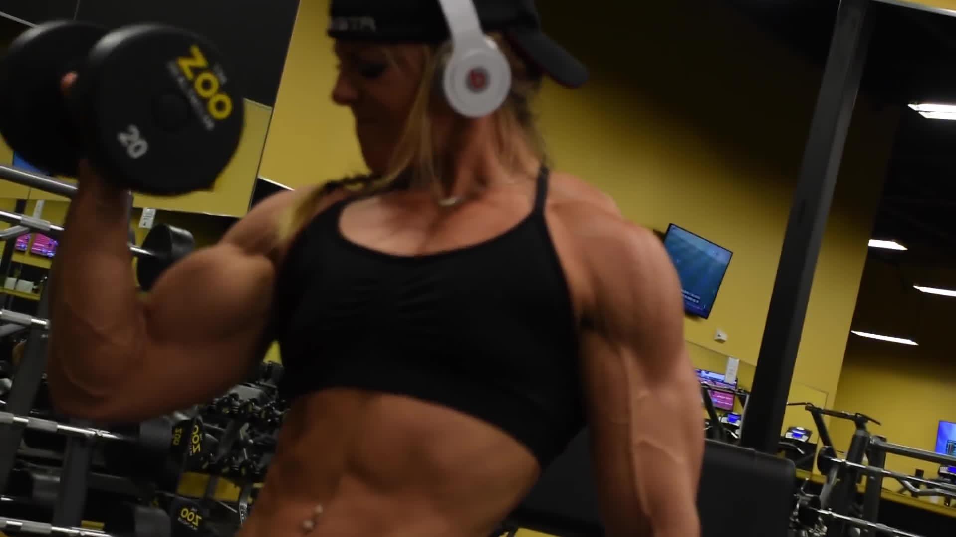 dani reardon, danielle reardon, lil monstar, Dani Reardon - Trains Arms 3 Weeks Out GIFs