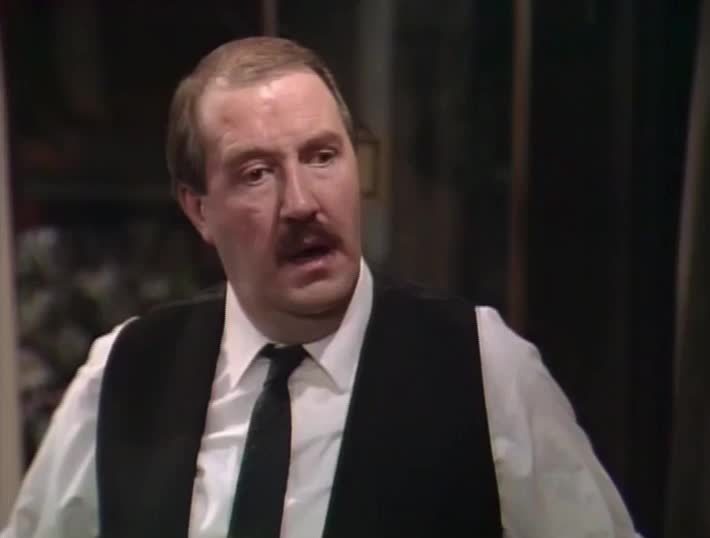 allo allo, gorden kaye, panicked, panicking, rene artois, worried, allo allo - worried GIFs