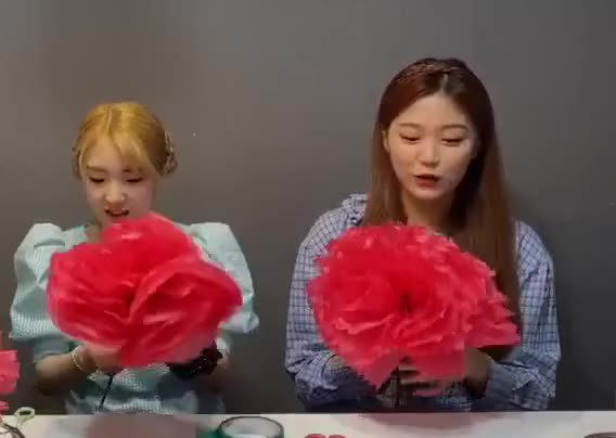 Watch and share Hyunjin GIFs and Yeojin GIFs by The Bakery on Gfycat