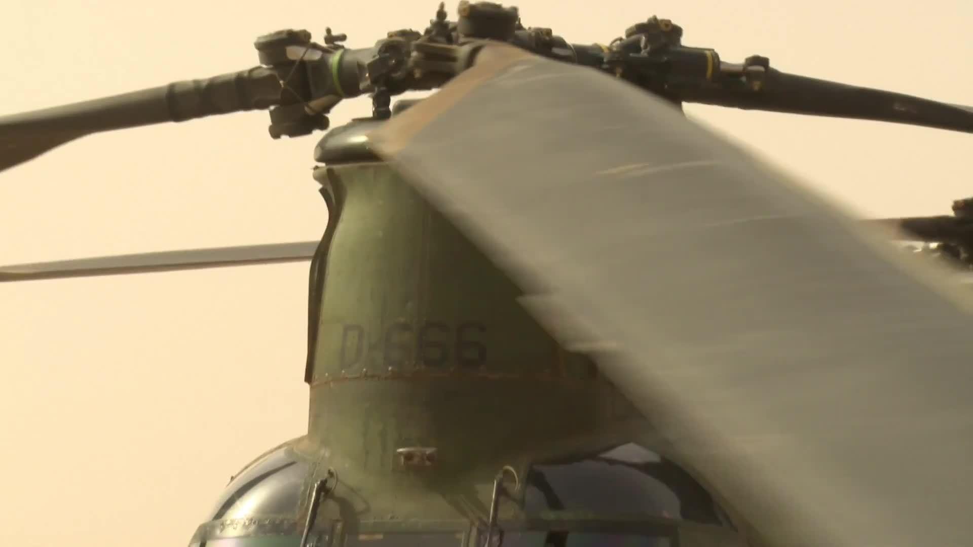 defensie, militarygfys, nederlandse, Vliegend hulpverlenen in Mali GIFs