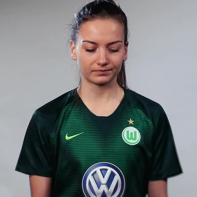 Watch and share Joelle Wedemeyer - Fahne Niederlage GIFs by VfL Wolfsburg on Gfycat