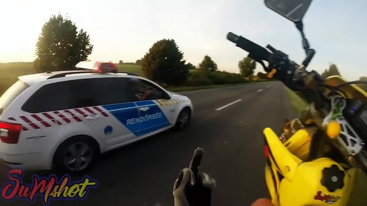 I DON'T STOP FOR COPS ! SUPERMOTO POLICE CHASE rendőr motoros üldözés GIFs