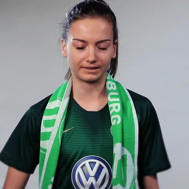 Watch and share Joelle Wedemeyer - Schal GIFs by VfL Wolfsburg on Gfycat