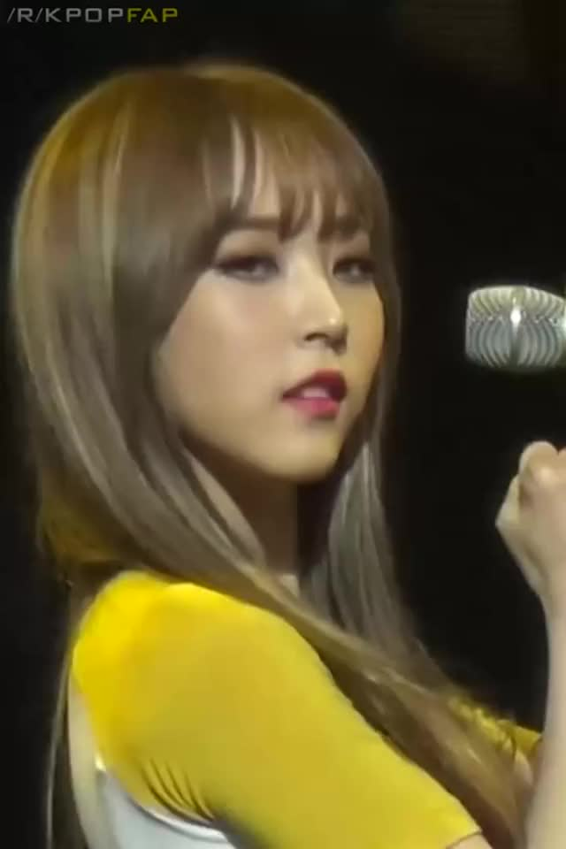 Watch and share Moonbyul GIFs and Mamamoo GIFs by nomnom003 on Gfycat