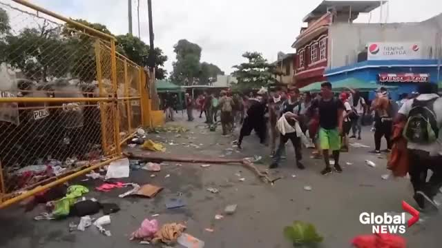 Second migrant caravan smashes through Mexico border as clashes erupt caravans Global News, World News, World, breaking news, bd news, latest news, latest news today, recommended for you, viral, trending, breaking news today, world news, news headlines, today news, current news, local news, abc news, CNN, Fox News, NBC News, world news today, international news, Guatemala, Mexico, Migrant Caravan, migrants, illegal border crossing, border crossing, border clashes GIF