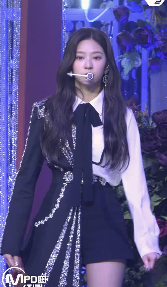 Watch and share 김민주 IZ ONE Kim Minju C8 GIFs by koreaactor on Gfycat