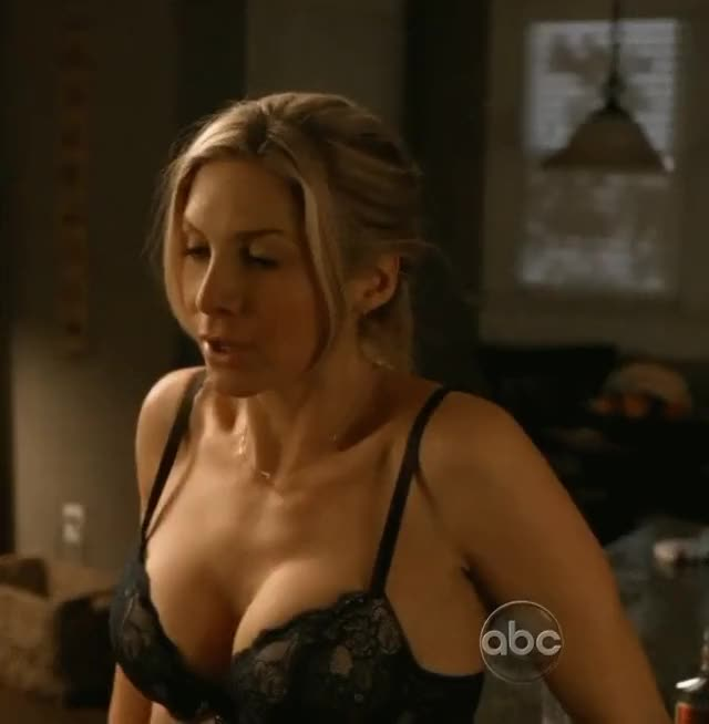 this gif of Elizabeth Mitchell has me so hard