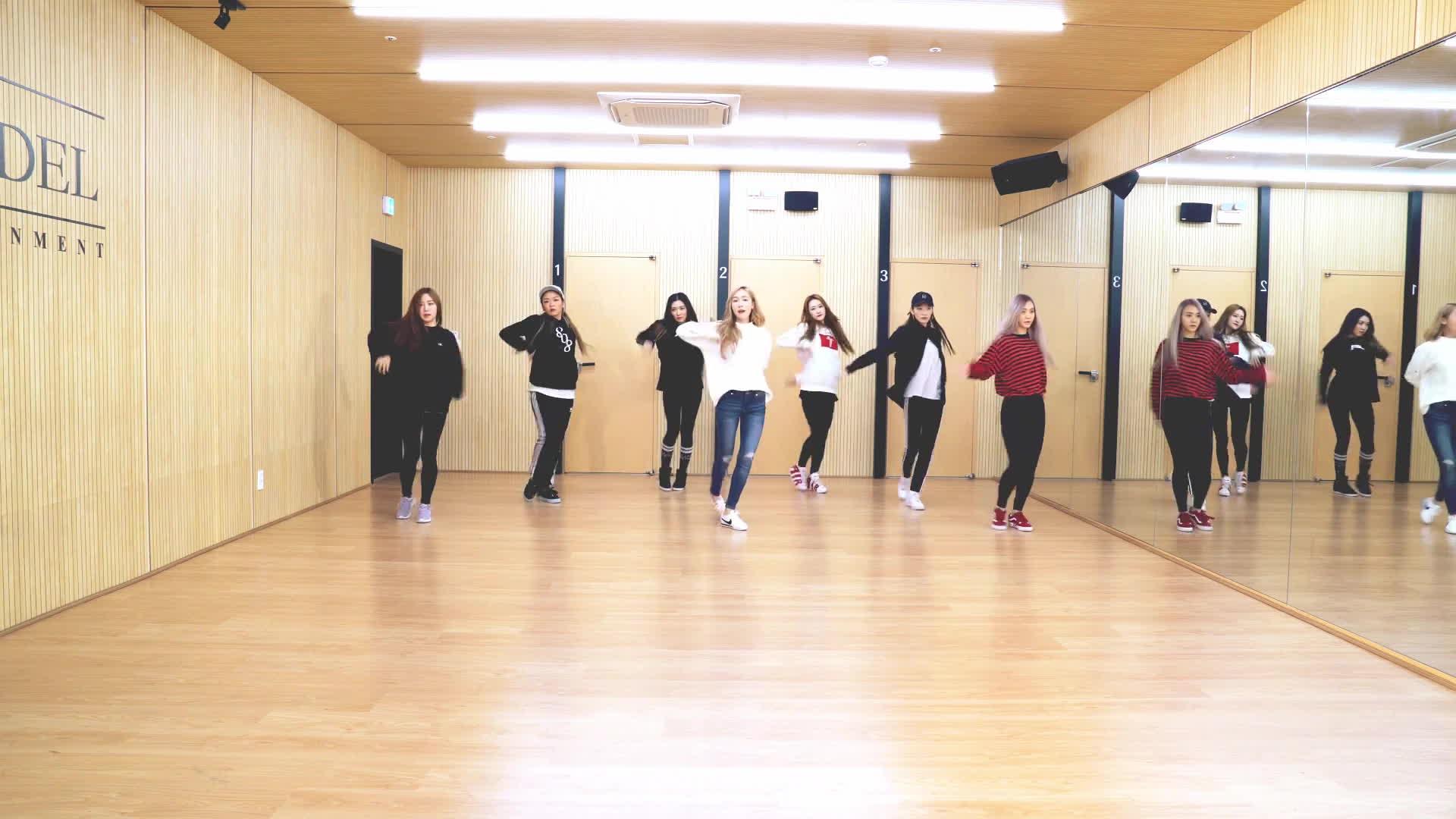 Jessica chẳng thua gì vũ công chuyên nghiệp trong phiên bản dance Wonderland