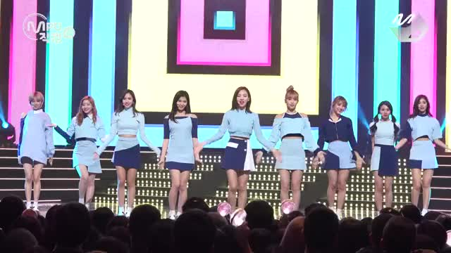 """Watch and share KPop Girl Group """"TWICE"""" With Their Quirky Dance (reddit) GIFs on Gfycat"""
