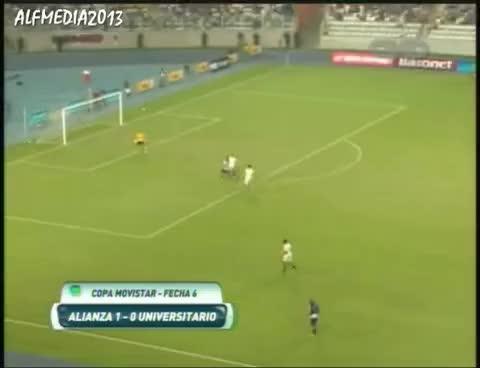 """Watch and share Alianza Lima Le Ganó A La """"U"""" Por 1 A 0 Con Golazo De Yordy Reyna Copa Movistar 2013 CMD GIFs on Gfycat"""