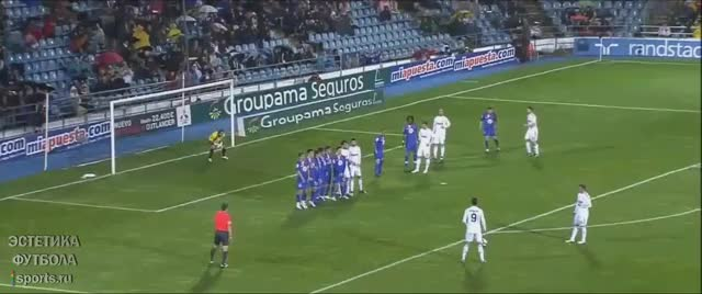 Watch and share Cristiano Ronaldo Free Kick 10 GIFs by Эстетика Футбола on Gfycat