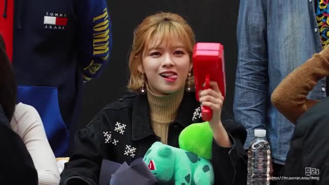Watch this make it rain GIF by Chuxwice (@chuckwice) on Gfycat. Discover more Chaeyoung, Dahyun, JYP, Jeongyeon, Jihyo, Mina, Nayeon, TWICE, Tzuyu, fansign GIFs on Gfycat