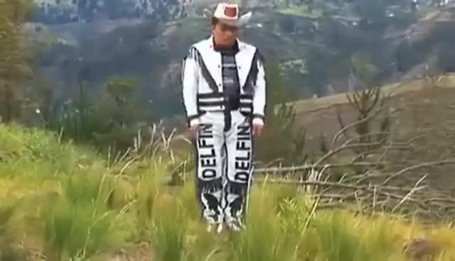 Watch and share Delfín Hasta El Fin, La Tigresa Del Oriente Y Wendy Sulca - En Tus Tierras Bailaré GIFs on Gfycat