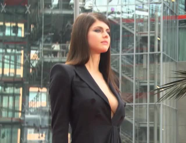 Watch Alexandra Daddario GIF by politoadmoves on Gfycat. Discover more alexandra daddario, celebs GIFs on Gfycat