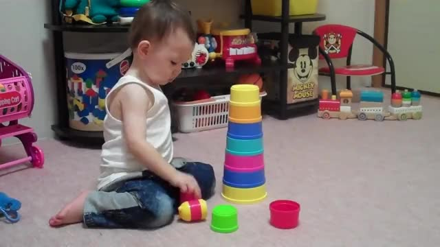 Watch Baby Stacking Cups with One Year GIF on Gfycat. Discover more Chino, Construir, Infant, Pila, Spain, apilar, baby, bowl, breed, cup, cute, espa, eurasian, funny, gracioso, laughing, meses, month, torre, tower GIFs on Gfycat