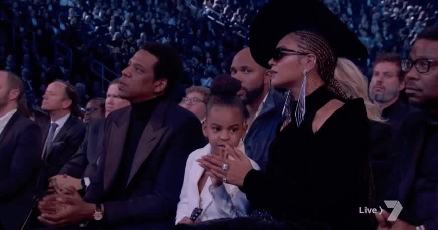 Khoảnh khắc gây sốt Grammy: Con gái bảo, bố mẹ Beyoncé và JayZ phải nghe!