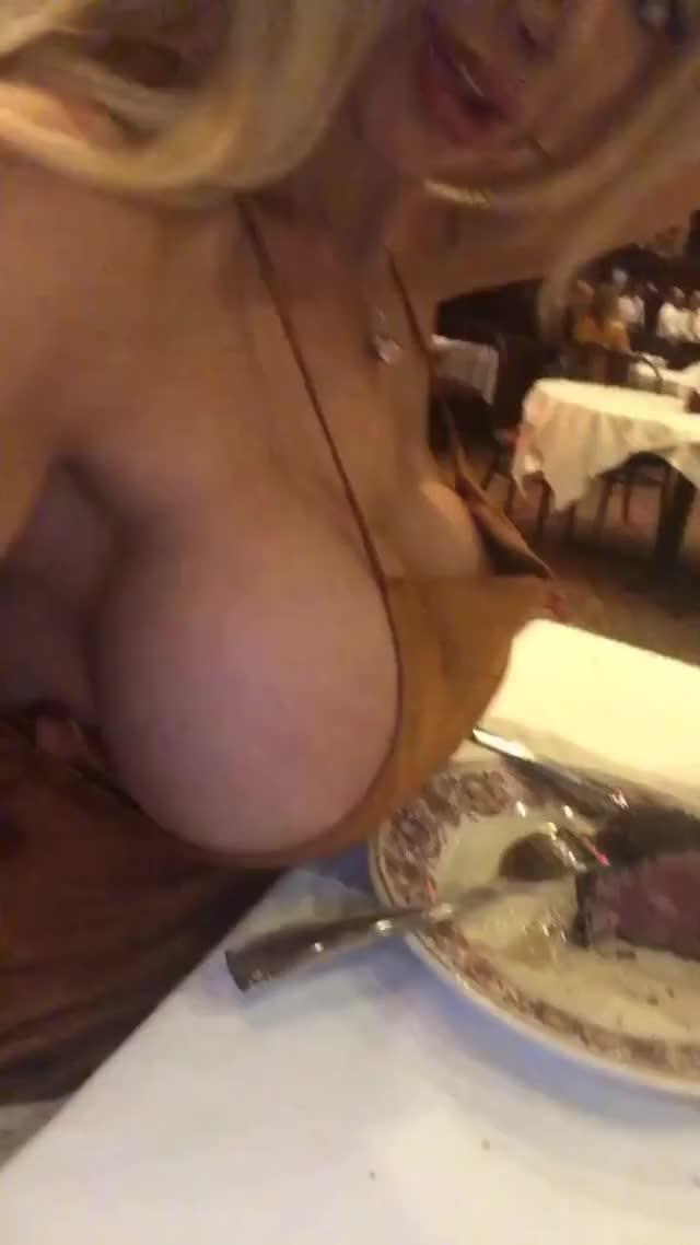 everyone likes side boob