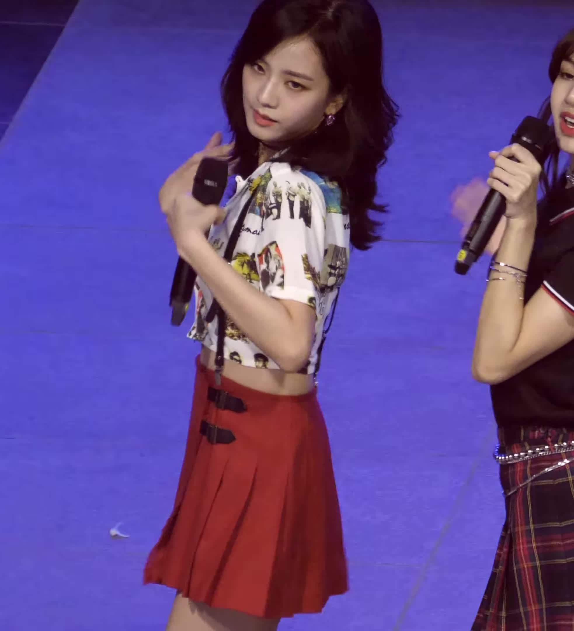 지수, BlackPink Jisoo Too Big For Her Buttons High Bit Rate GIFs