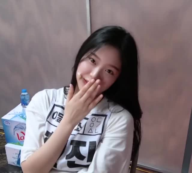 Watch and share Loona Hyunjin GIFs and Kim Hyunjin GIFs by Kuro | 구로카미 on Gfycat