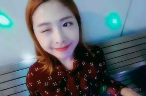 Watch and share Honeycam 2018-06-26 19-06-29 GIFs by 키키붐 on Gfycat