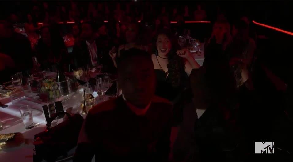 MTV Awards, MTVAwards, MTVAwards2017, big sean, dance, dancing, Dancing to big Sean MTV Awards 2017 GIFs