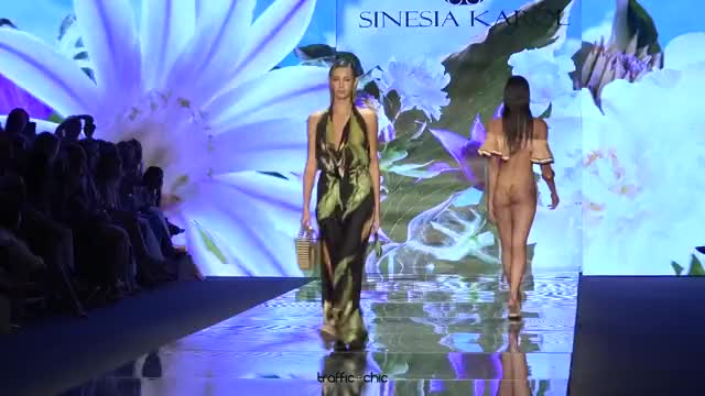 Watch SINESIA KAROL Resort 2019 Paraíso Fashion Fair-ou3b0lQR0Gk-Scene-035 GIF by @online3782 on Gfycat. Discover more related GIFs on Gfycat