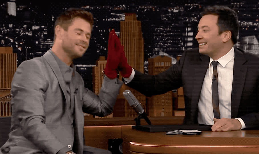 best, bffs, challenge, chris, couple, cute, fallon, friends, hemsworth, hunk, i love you, jimmy, jinx, love, show, sleep, sweet, together, tonight, you, Jinx challenge - Chris hemsworth & Jimmy Fallon GIFs
