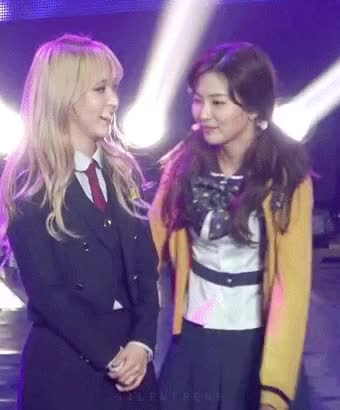 Watch and share Mamavelvet GIFs and Moonbyul GIFs by baechubutts on Gfycat