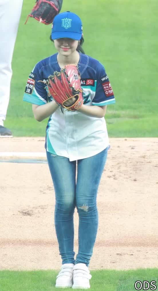 baseball, 190816 락킷걸(LOCKIT GIRL) 한이슬 시구1 GIFs