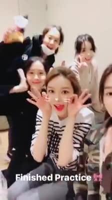 Clip: Tiffany (SNSD) nhí nhảnh gửi lời chào fan: Hẹn gặp các bạn ở Việt Nam