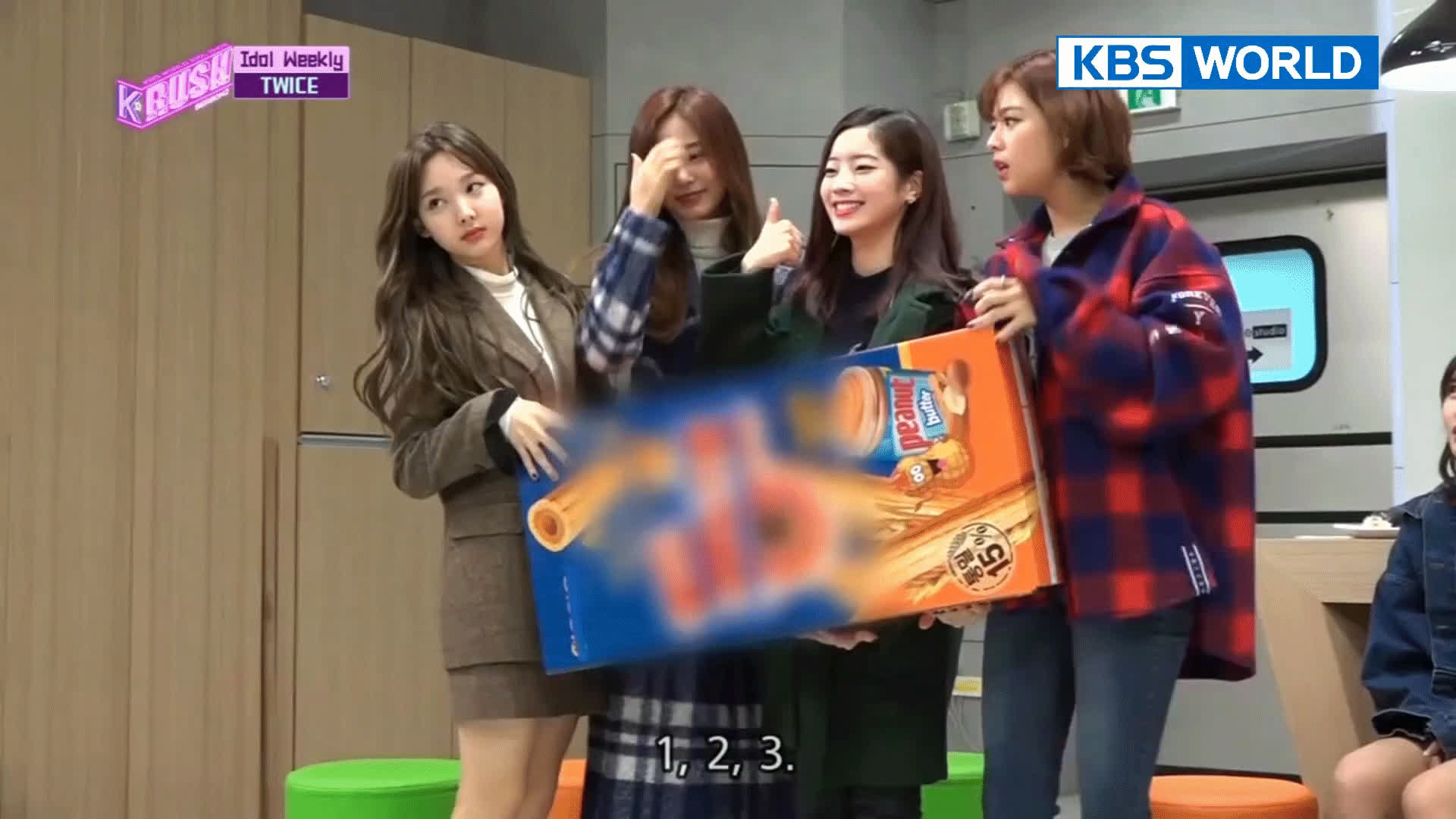 dahyun, kpop, nayeon, twice, Nayeon Sneezing GIFs